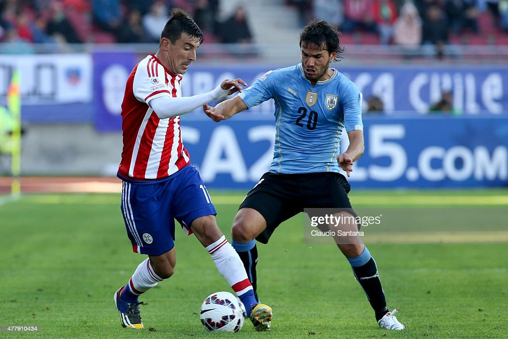 <a gi-track='captionPersonalityLinkClicked' href=/galleries/search?phrase=Edgar+Benitez&family=editorial&specificpeople=3433635 ng-click='$event.stopPropagation()'>Edgar Benitez</a> of Paraguay fights for the ball with <a gi-track='captionPersonalityLinkClicked' href=/galleries/search?phrase=Alvaro+Gonzalez+-+Soccer+Player&family=editorial&specificpeople=2261829 ng-click='$event.stopPropagation()'>Alvaro Gonzalez</a> of Uruguay during the 2015 Copa America Chile Group B match between Uruguay and Paraguay at La Portada Stadium on June 20, 2015 in La Serena, Chile.