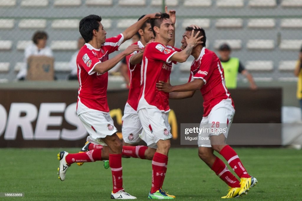<a gi-track='captionPersonalityLinkClicked' href=/galleries/search?phrase=Edgar+Benitez&family=editorial&specificpeople=3433635 ng-click='$event.stopPropagation()'>Edgar Benitez</a> of Toluca celebrates a goal during the match between Toluca from Mexico and Boca Jrs from Argentina as part of the Copa Bridgestone Libertadores 2013 at Nemesio Diez Stadium on April 17, 2013 in Toluca.