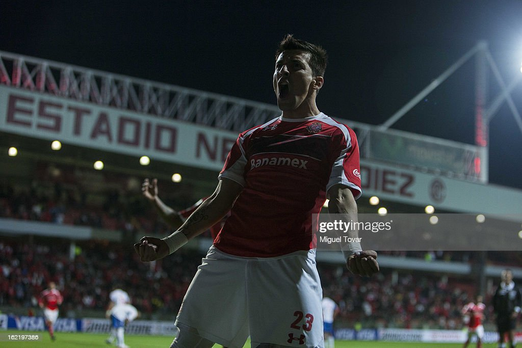 <a gi-track='captionPersonalityLinkClicked' href=/galleries/search?phrase=Edgar+Benitez&family=editorial&specificpeople=3433635 ng-click='$event.stopPropagation()'>Edgar Benitez</a> of Toluca celebrates after scoring during a match between Toluca and Nacional de Uruguay for the Bridgestone Libertadores Cup at Nemesio Diez on February 19, 2013 in Toluca, Mexico.