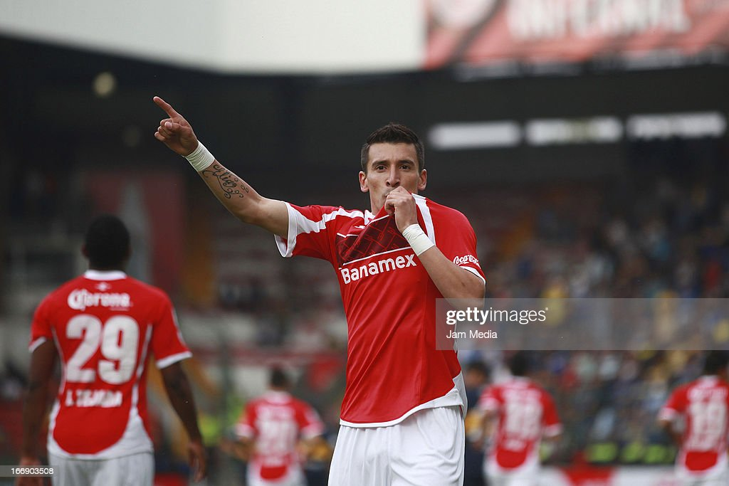 <a gi-track='captionPersonalityLinkClicked' href=/galleries/search?phrase=Edgar+Benitez&family=editorial&specificpeople=3433635 ng-click='$event.stopPropagation()'>Edgar Benitez</a> of Toluca celebrates score a goal against Boca Juniors during the match between Toluca from Mexico and Boca Jrs from Argentina as part of the Copa Bridgestone Libertadores 2013 at Nemesio Diez Stadium on April 17, 2013 in Toluca, Mexico.
