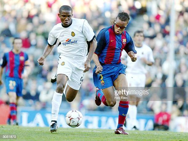 Edgar Davids of Barcelona and Samuel Etoo of Mallorca fight for the ball during the Spanish Primera Liga match between Barcelona and Mallorca at the...