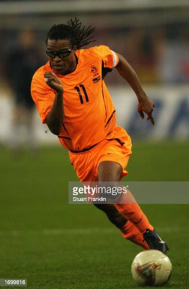 Edgar Davids of Holland running anticipating a pass during the international friendly between Germany and Holland held on November 20 2002 at The Auf...