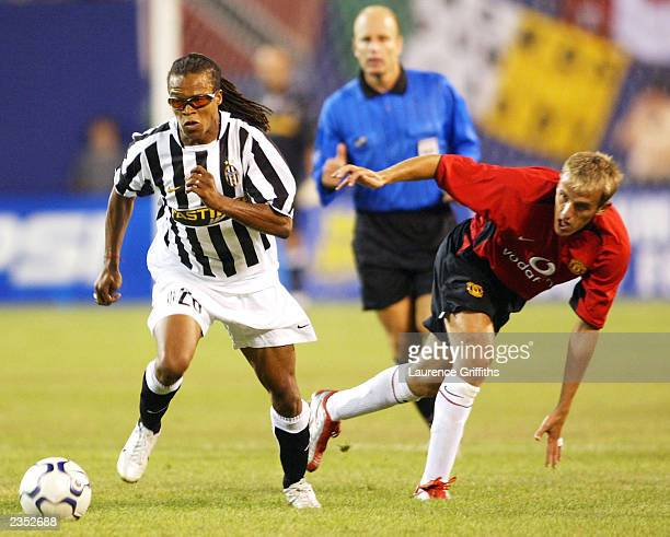Edgar Davids of Juventus battles for the ball with Phil Neville of Manchester United during a Champions World Series match July 31 2003 at the Giants...