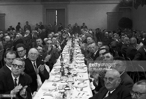 Edgar Faure ParisPériode 19551956 Lors d'une réception organisée par Edgar FAURE Ministre plan général en plongée des convives très certainement...