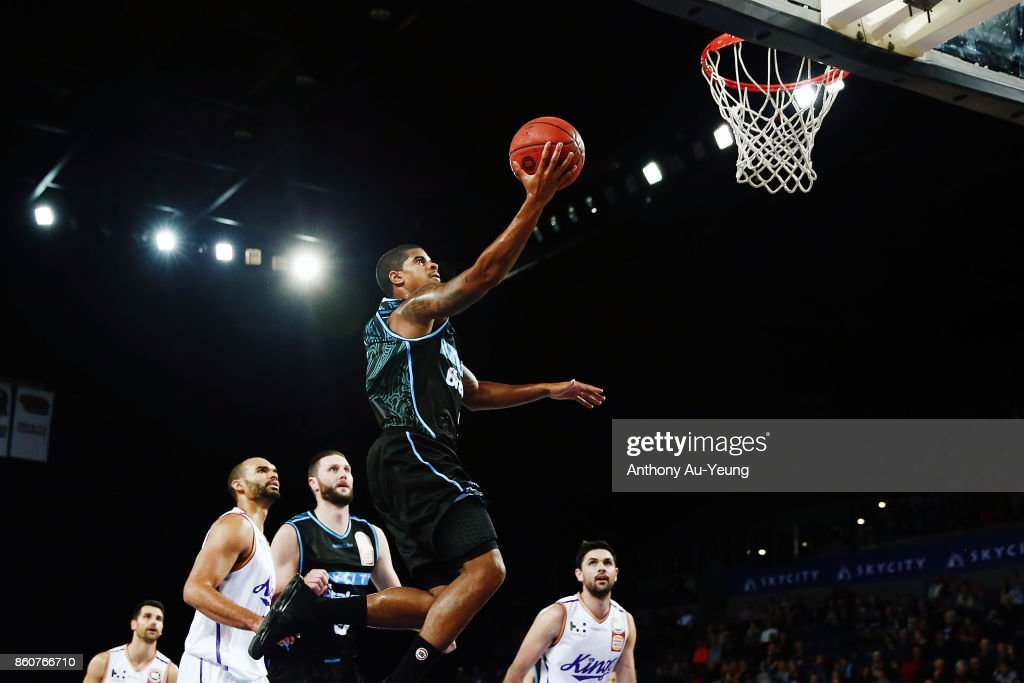 Edgar Sosa of the Breakers goes to the basket during the round two NBL match between the New Zealand Breakers and the Sydney Kings at Spark Arena on October 13, 2017 in Auckland, New Zealand.