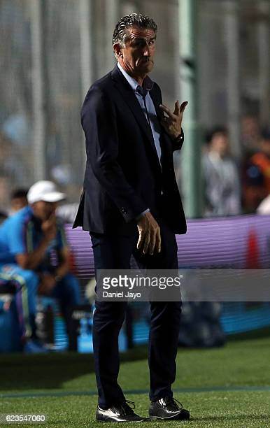 Edgardo Bauza coach of Argentina gestures during a match between Argentina and Colombia as part of FIFA 2018 World Cup Qualifiers at Bicentenario de...