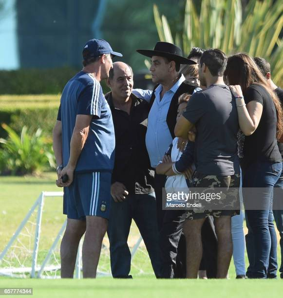 Edgardo Bauza coach of Argentina talks with singer Palaveccino and ex football players Ricardo Bochini during a training session at Argentine...