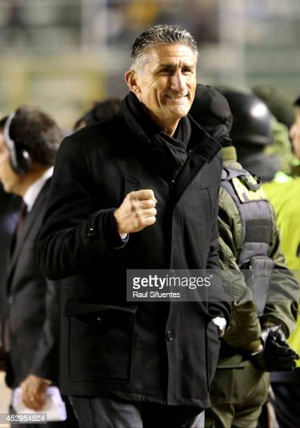 Edgardo Bauza head coach of San Lorenzo celebrates after a second leg semifinal match between Bolivar and San Lorenzo as part of Copa Bridgestone...