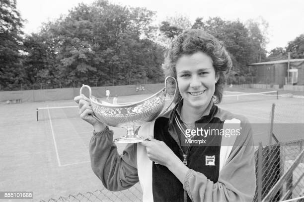Edgbaston Cup at the Edgbaston Priory Club in Birmingham England 10th to 16th June 1985 Our picture shows post match photocall defending champion Pam...
