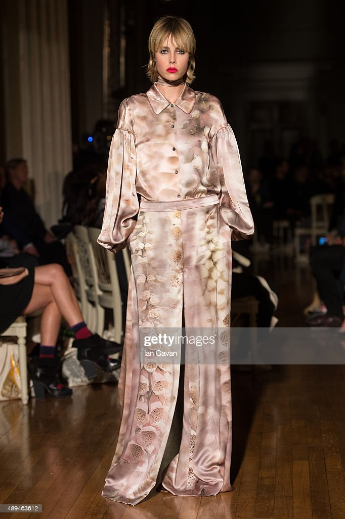 Edie Campbell walks the runway at the GILES show during London Fashion Week Spring/Summer 2016/17 on September 21 2015 in London England