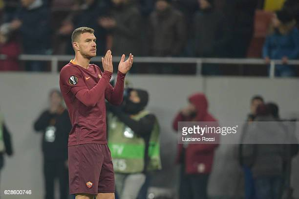 Edin Dzeko of AS Roma greets fans at the end of UEFA Europa League match between FC Astra Giurgiu and AS Roma at on December 8 2016 in Bucharest