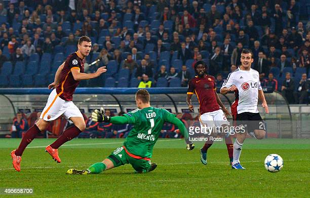 Edin Dzeko of AS Roma scores a goal during the UEFA Champions League Group E match between AS Roma and Bayer 04 Leverkusen at on Olimpico Stadium on...