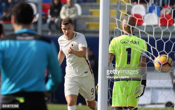 Edin Dzeko of Roma celebrates after scoring his team's second goal during the Serie A match between FC Crotone and AS Roma at Stadio Comunale Ezio...