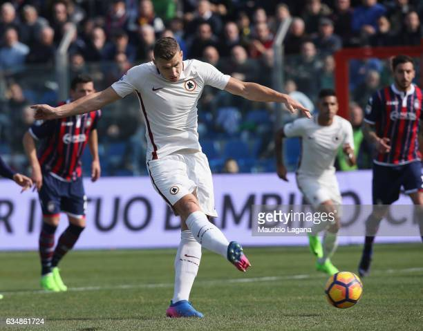 Edin Dzeko of Roma misses the penalty during the Serie A match between FC Crotone and AS Roma at Stadio Comunale Ezio Scida on February 12 2017 in...