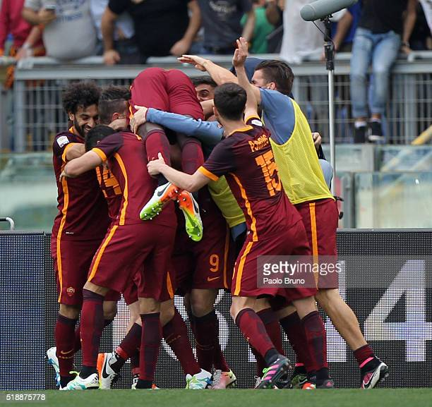 Edin Dzeko with his teammates of AS Roma celebrates after scoring the team's second goal during the Serie A match between SS Lazio and AS Roma at...