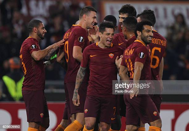 Edin Dzeko with his teammates of AS Roma celebrates after scoring the opening goal during the UEFA Europa League match between AS Roma and FC...