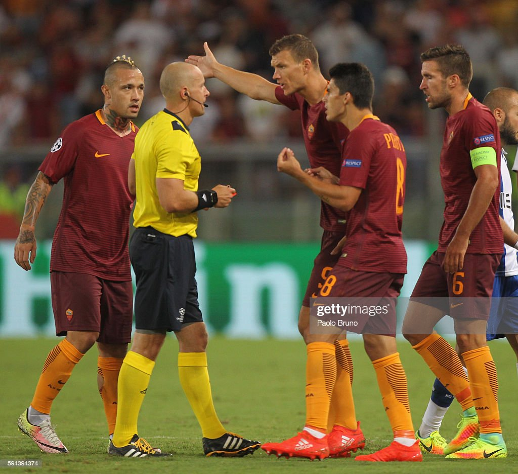 Edin Dzeko with his teammates of AS Roma protest to the the referee Szymon Marciniak during the UEFA Champions League qualifying playoff round second...