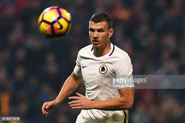 Edin Dzekoof Roma in action during the Serie A match between US Sassuolo and AS Roma at Mapei Stadium Citta' del Tricolore on October 26 2016 in...