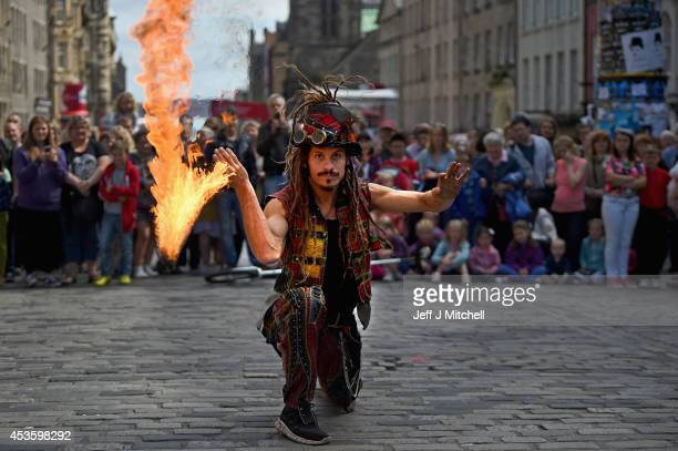 Edinburgh Festival Fringe entertainers perform on the Royal Mile on August 14 2014 in Edinburgh Scotland The largest performing arts festival in the...