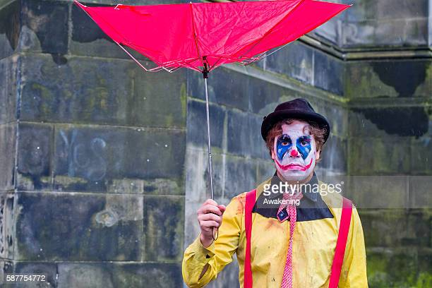 Edinburgh Festival Fringe entertainers perform on the Royal Mile on August 9 2016 in Edinburgh Scotland The largest performing arts festival in the...
