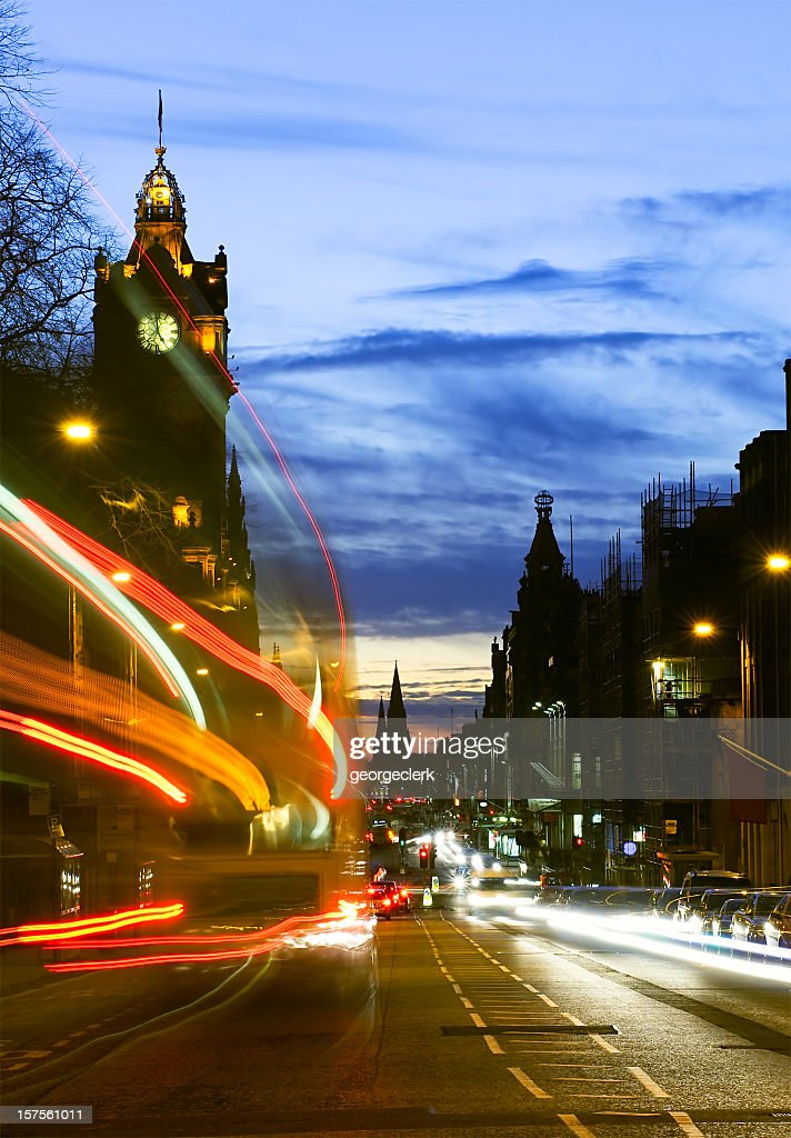 Edinburgh tráfico al atardecer : Foto de stock