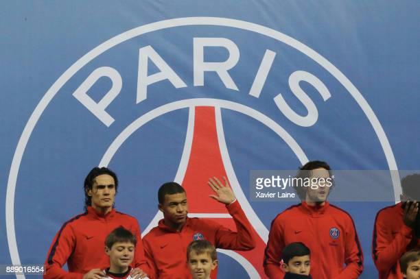 Edinson Cavani Kylian Mbappe and Adrien Rabiot of Paris SaintGermain pose before the Ligue 1 match between Paris Saint Germain and Lille OSC at Parc...