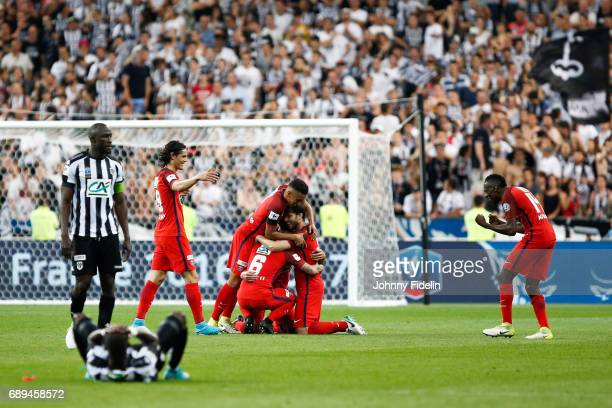 Edinson Cavani Marquinhos Marco Verratti Maxwell Sherrer and Blaise Matuidi of Paris Saint Germain of Paris Saint Germain celebrate his victory the...