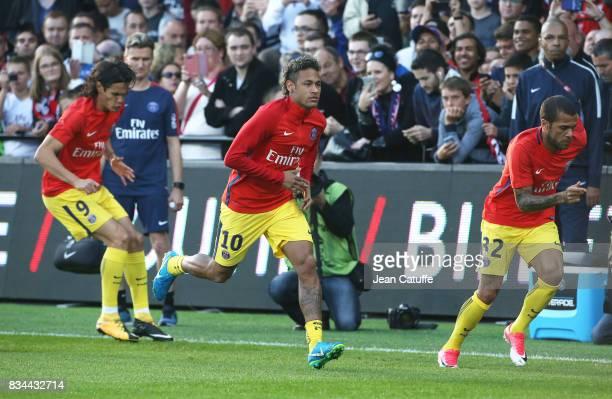 Edinson Cavani Neymar Jr Dani Alves of PSG warm up before the French Ligue 1 match between En Avant Guingamp and Paris Saint Germain at Stade de...