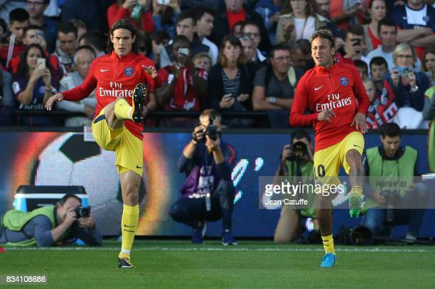 Edinson Cavani Neymar Jr of PSG warm up during the French Ligue 1 match between En Avant Guingamp and Paris Saint Germain at Stade de Roudourou on...