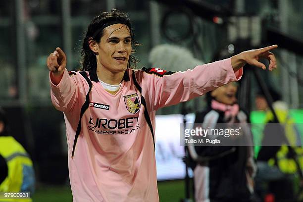 Edinson Cavani of Palermo celebrates the equalizing goal during the Serie A match between US Citta di Palermo and FC Internazionale Milano at Stadio...