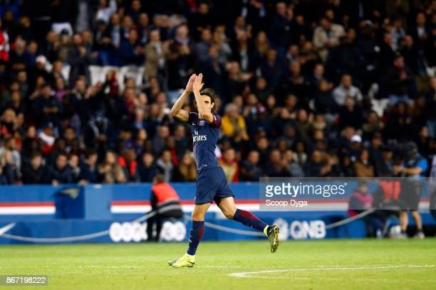 Edinson Cavani of Paris Saint Germain during the Ligue 1 match between Paris Saint Germain and OGC Nice at Parc des Princes on October 27 2017 in...
