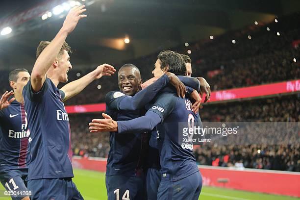 Edinson Cavani of Paris SaintGermain celebrate his goal with Angel Di Maria Thomas Meunier and Blaise Matuidi during the French League 1 match...
