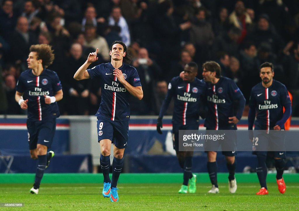 Edinson Cavani of Paris Saint-Germain (2L) celebrates as he scores their first and equalising goal during the UEFA Champions League Round of 16 match between Paris Saint-Germain and Chelsea at Parc des Princes on February 17, 2015 in Paris, France.