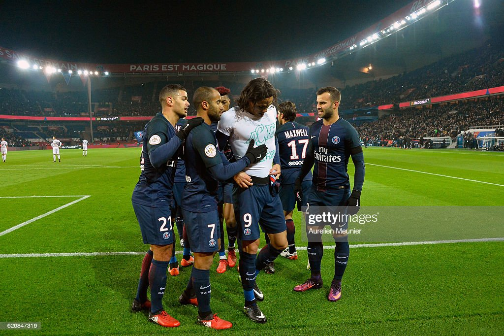 Edinson Cavani of Paris Saint-Germain celebrates his goal with teammates by showing a T-shirt as a tribute for the victims of a plane crash involving the players of the Brazilian club Chapecoens during the Ligue 1 match between Paris Saint-Germain and Angers SCO at Parc des Princes on November 30, 2016 in Paris, France.