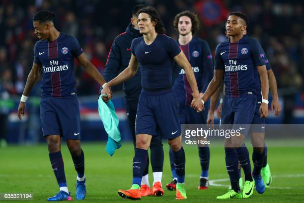 Edinson Cavani of Paris SaintGermain celebrates victory with Presnel Kimpembe and Christopher Nkunku after the UEFA Champions League Round of 16...
