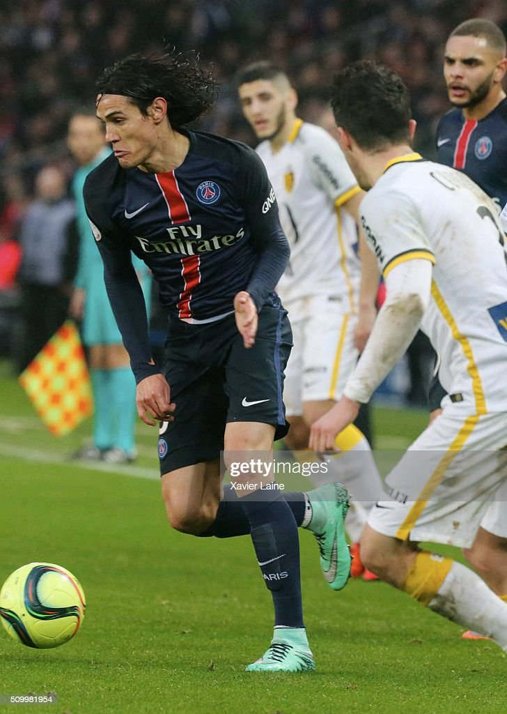 <a gi-track='captionPersonalityLinkClicked' href=/galleries/search?phrase=Edinson+Cavani&family=editorial&specificpeople=4104253 ng-click='$event.stopPropagation()'>Edinson Cavani</a> of Paris Saint-Germain in action during the French Ligue 1 between Paris Saint-Germain and Lille OSC at Parc Des Princes on february 13, 2016 in Paris, France.