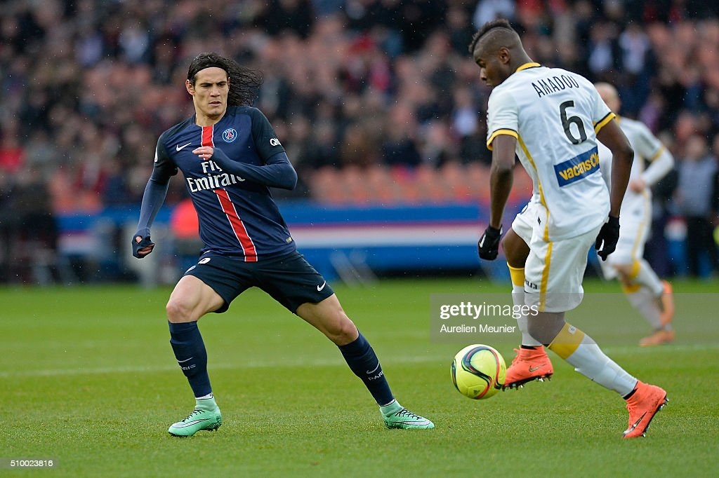 <a gi-track='captionPersonalityLinkClicked' href=/galleries/search?phrase=Edinson+Cavani&family=editorial&specificpeople=4104253 ng-click='$event.stopPropagation()'>Edinson Cavani</a> of Paris Saint-Germain in action during the Ligue 1 game between Paris Saint-Germain and Lille OSC at Parc des Princes on February 13, 2016 in Paris, France.