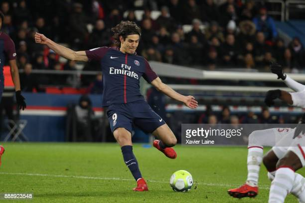 Edinson Cavani of Paris SaintGermain in action during the Ligue 1 match between Paris Saint Germain and Lille OSC at Parc des Princes on December 9...