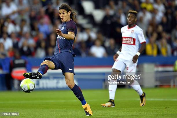 Edinson Cavani of Paris SaintGermain kicks the ball during the Ligue 1 match between Paris SaintGermain and Toulouse at Parc des Princes on August 20...