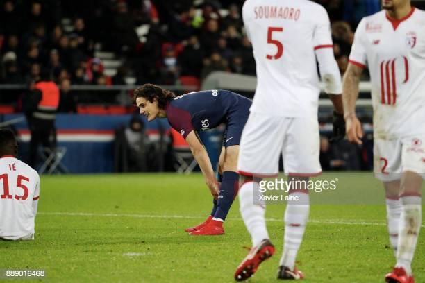 Edinson Cavani of Paris SaintGermain reacts during the Ligue 1 match between Paris Saint Germain and Lille OSC at Parc des Princes on December 9 2017...