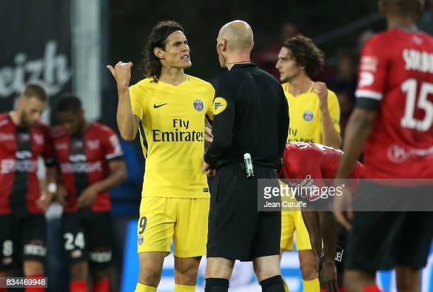 Edinson Cavani of PSG argues with referee Antony Gautier during the French Ligue 1 match between En Avant Guingamp and Paris Saint Germain at Stade...