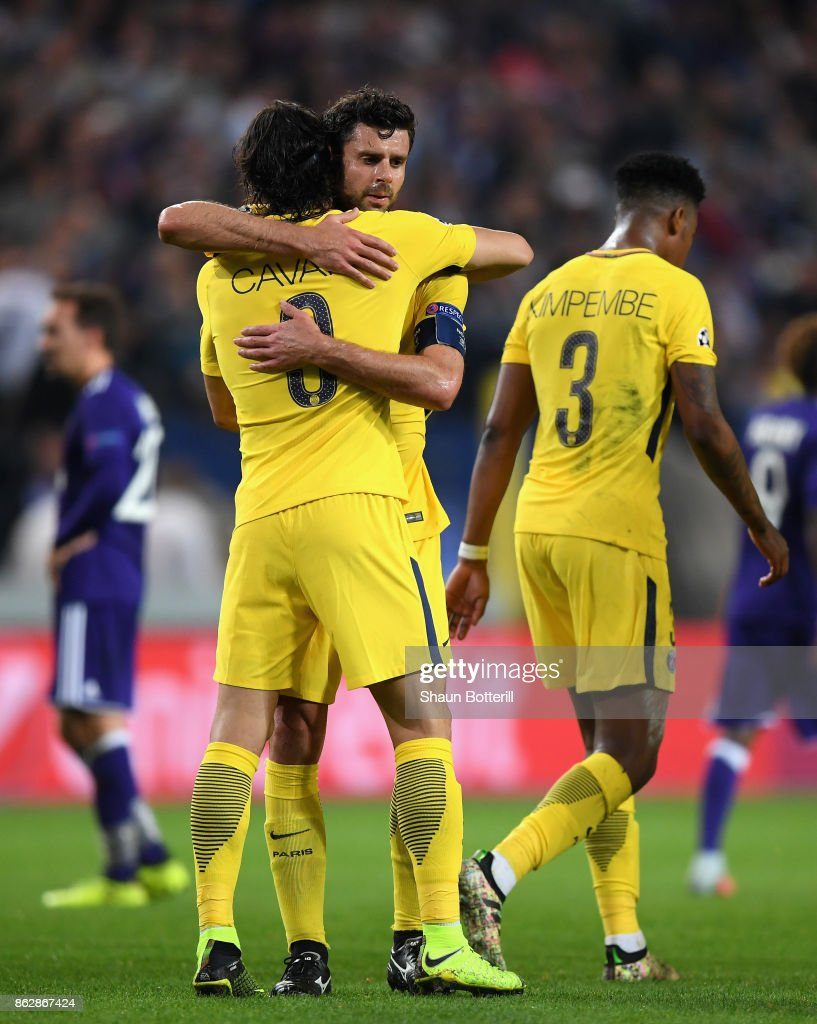 Edinson Cavani of PSG celebrates scoring his sides second goal with Thiago Motta of PSG during the UEFA Champions League group B match between RSC Anderlecht and Paris Saint-Germain at Constant Vanden Stock Stadium on October 18, 2017 in Brussels, Belgium.