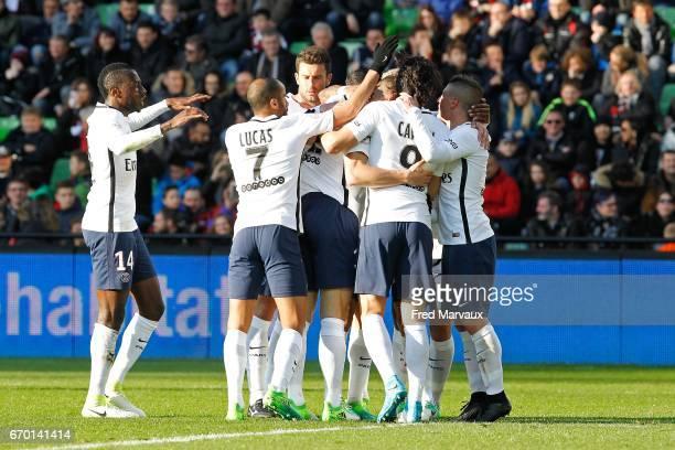 Edinson Cavani of PSG celebrates with his team mates after scoring his goal during the Ligue 1 match between Fc Metz and Paris SaintGermain at Stade...