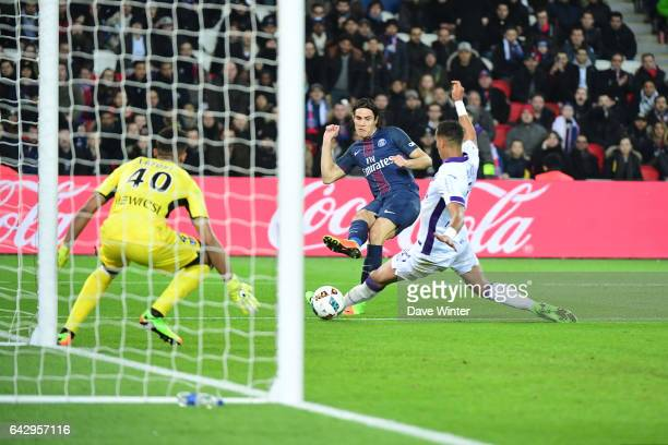 Edinson Cavani of PSG shoots straight at goalkeeper Alban Lafont of Toulouse during the French Ligue 1 match between Paris Saint Germain and Toulouse...