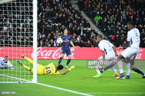 Edinson Cavani of PSG shoots straight at goalkeeper Alban Lafont of Toulouseduring the French Ligue 1 match between Paris Saint Germain and Toulouse...
