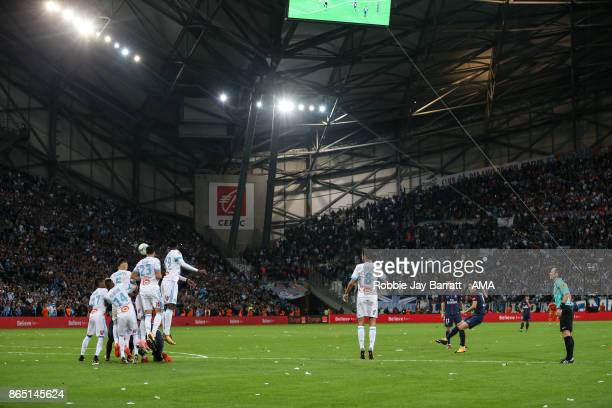 Edison Cavani of Paris SaintGermain scores a goal to make it 22 during the Ligue 1 match between Olympique Marseille and Paris Saint Germain at Stade...
