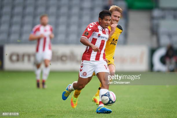 Edison Flores of AaB Aalborg controls the ball during the Danish Alka Superliga match between AC Horsens and AaB Aalborg at Casa Arena Horsens on...