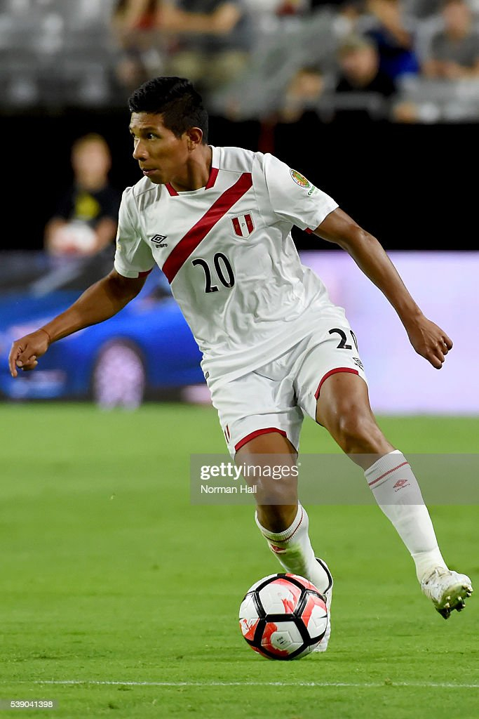 <a gi-track='captionPersonalityLinkClicked' href=/galleries/search?phrase=Edison+Flores&family=editorial&specificpeople=8597891 ng-click='$event.stopPropagation()'>Edison Flores</a> of Peru brings the ball up field during a group B match between Ecuador and Peru at University of Phoenix Stadium as part of Copa America Centenario US 2016 on June 08, 2016 in Glendale, Arizona, US.