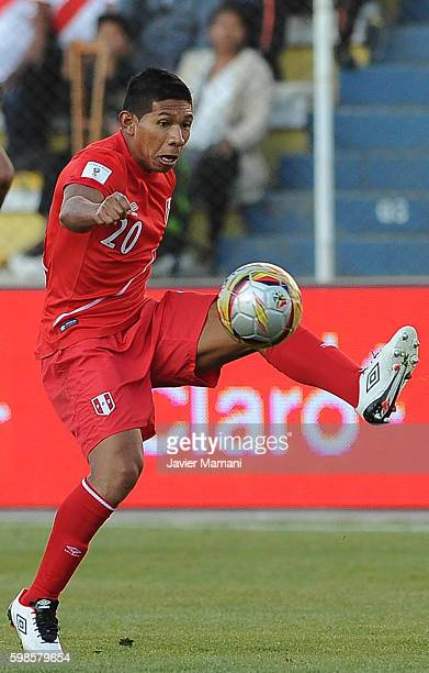 Edison Flores of Peru controls the ball during a match between Bolivia and Peru as part of FIFA 2018 World Cup Qualifiers at Olimpico Hernando Siles...