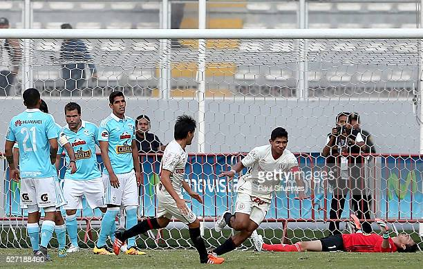 Edison Flores of Universitario celebrates after scoring the first goal of his team during a match between Sporting Cristal and Universitario as part...